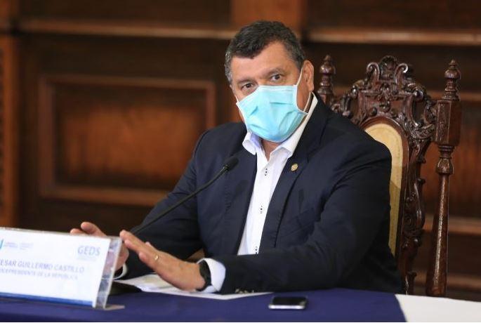 El vicepresidente Guillermo Castillo durante la reunión en la que se presentaron las acciones que el Gobierno de Guatemala tiene en marcha contra el COVID-19. (Foto: AGN)