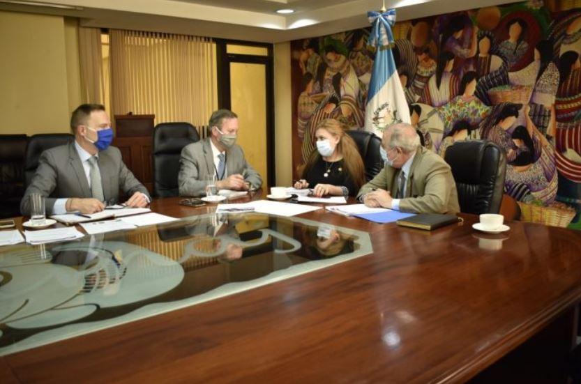 Representantes de la embajada de Estados Unidos se reunieron con autoridades del Ministerio de Trabajo para analizar el nuevo proceso de Visa Americana y permiso de trabajo. (Foto: AGN)