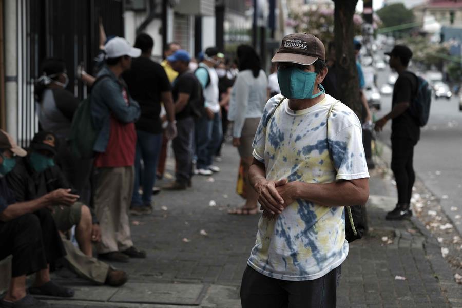 La autoridades de Costa Rica informaro que por primera vez la cifra de recuperados supera a los casos activos de COVID-19. (Foto: EFE)