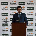 Luis Del Cid, Gerente de Banca de Personas, habla durante la presentación de Adelanto Salario, el nuevo beneficio para los clientes del banco. (Foto: Cortesía BANRURAL)