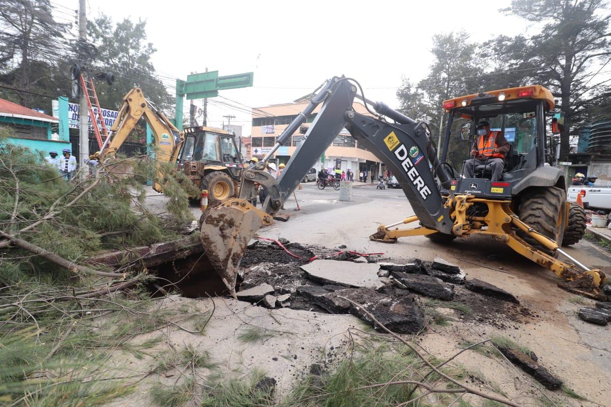 Las autoridades anunciaron que trabajaran de corrido probablemente hasta el domingo para corregir el socavamiento. (Foto: Carlos Ventura)