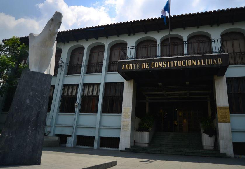 La Corte de Constitucionalidad ha recibido al menos 13 amparos contra el Decreto 15-2020 que garantiza los servicios básicos. (Foto: Infobae)