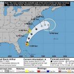 Imagen facilitada por el centro Nacional de Huracanaes (NHC) de Estados Unidos donde se muestra la trayectoria de cinco días de la tormenta tropical Arthur frente a las costas estadounidenses. (Foto:EFE)
