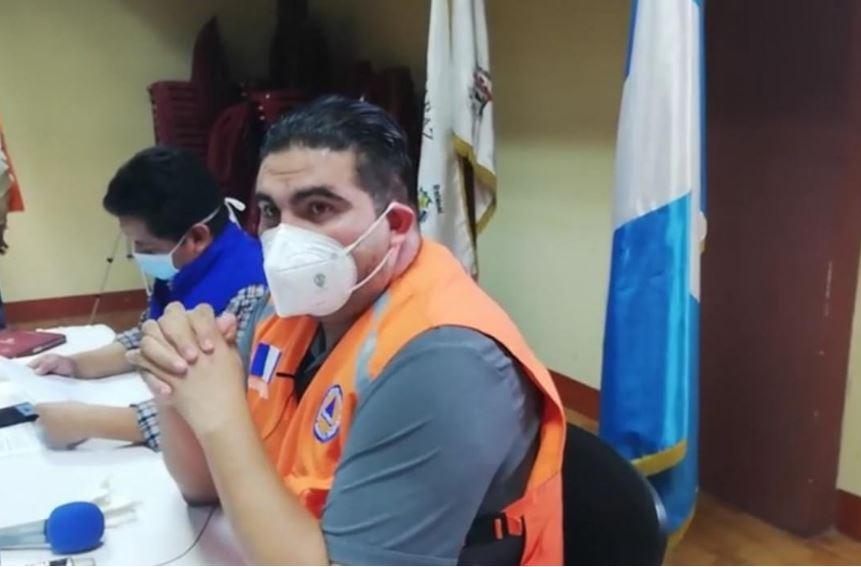 El gobertnador departamental Érick Herrera informó en conferencia de prensa de los 12 casos más de COVID-19 en su departamento. (Foto: Captura de pantalla)