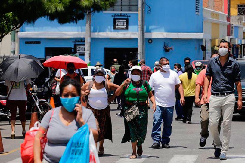 El MARN hizo un llamado a la destrucción de las mascarillas antes de depositarlas en los basureros. (Foto: DCA)