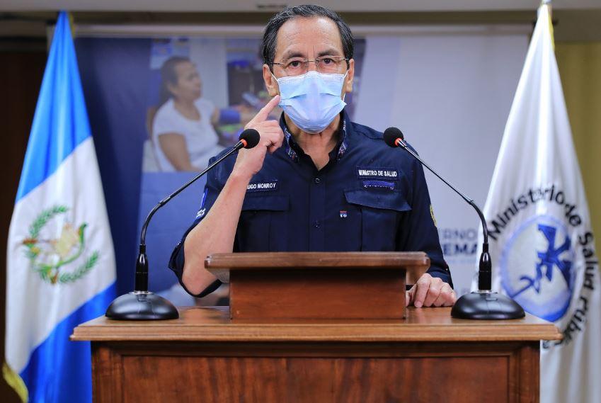 El ministro de salud Hugo Monroy habla durante el mensaje de actualización de COVID-19 en Guatemala. (Foto: SCSP)
