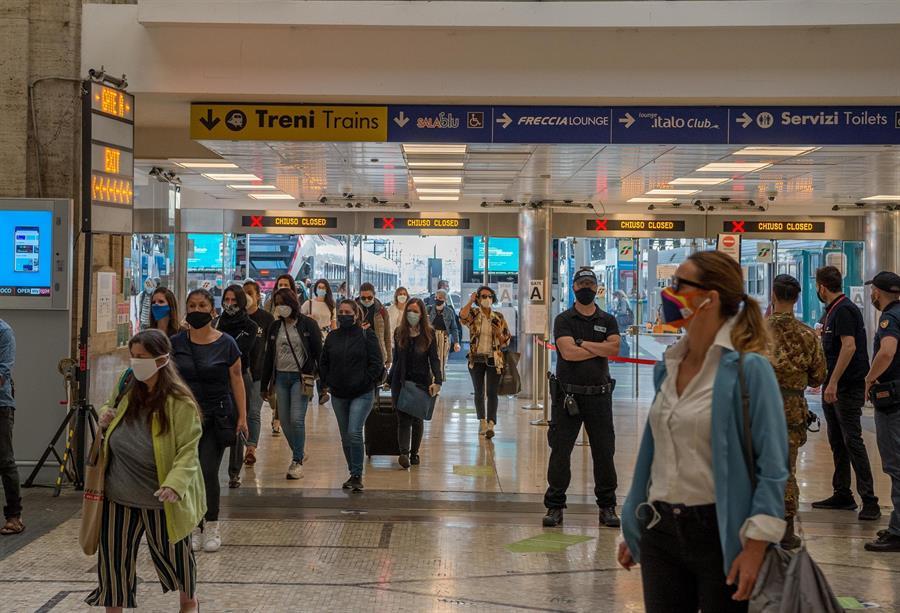 Las autoridades de Italia informaron de los 197 casos de COVID-19 y de los 53 nuevos fallecidos. (Foto: EFE)
