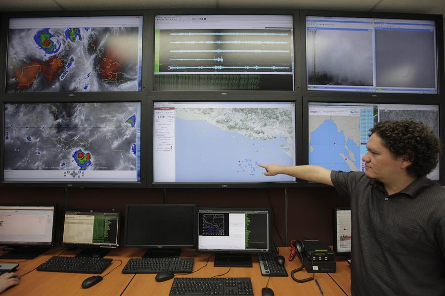 Las autoridades se encuentran en alerta de tsunami, según el monitoreo realizado debido al sismo que sacudió este martes a México. (Foto: EFE)