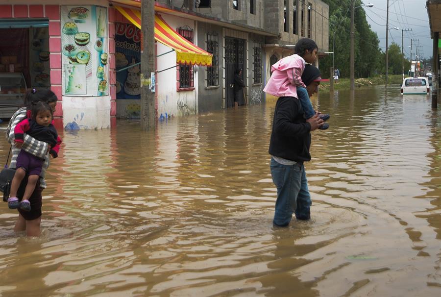 El Ciclón Cristóbal, que provocó grandes inundaciones en México, es el causante de las constantes lluvias sobre el territorio guatemalteco las últimas horas. (Foto: EFE)