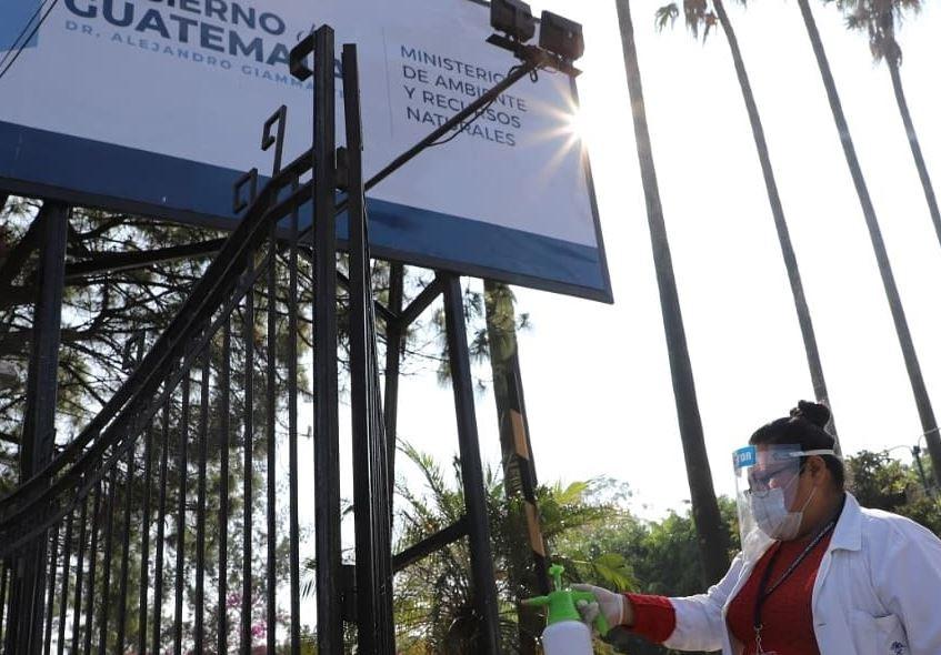 El Ministerio de Ambiente comunicó que un familiar de una trabajadora de la entidad dio positivo por COVID-19. (Foto: AGN)