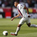 Kylian Mbappé salió lesionado en el juego de la final de la Copa de Francia contra el Saint-Etienne. (Foto: EFE)