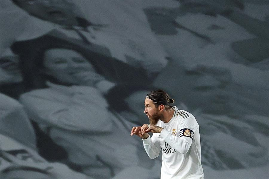 El defensa del Real Madrid, Sergio Ramos, celebra el gol anotado frente al Getafe y que significó la victoria en la jornada 33. (Foto: EFE)