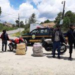 Los hermanos Tema fueron capturados con 100 libras de marihuana en San Carlos Sija, Quetzaltenango. (Foto: PNC)