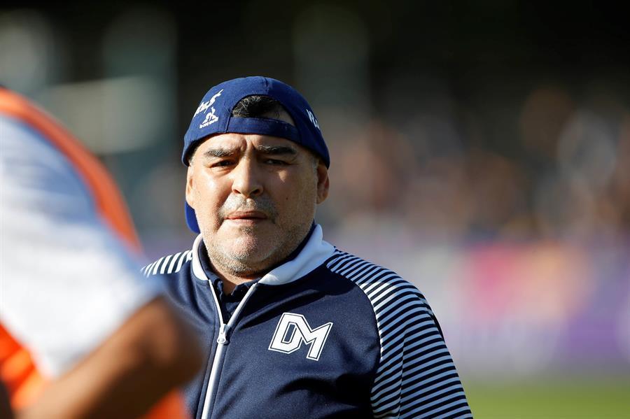 Diego Armando Maradona arremetió contra el presidente de la FIFA, Gianni Infantino y contra el expresidente argentino Mauricio Macri. (Foto: EFE)