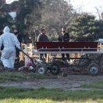 Argentina es uno de los países del continente americano más golpeados por la pandemia del COVID-19 y reportó un nuevo récord de fallecidos con 283. (Foto: EFE)
