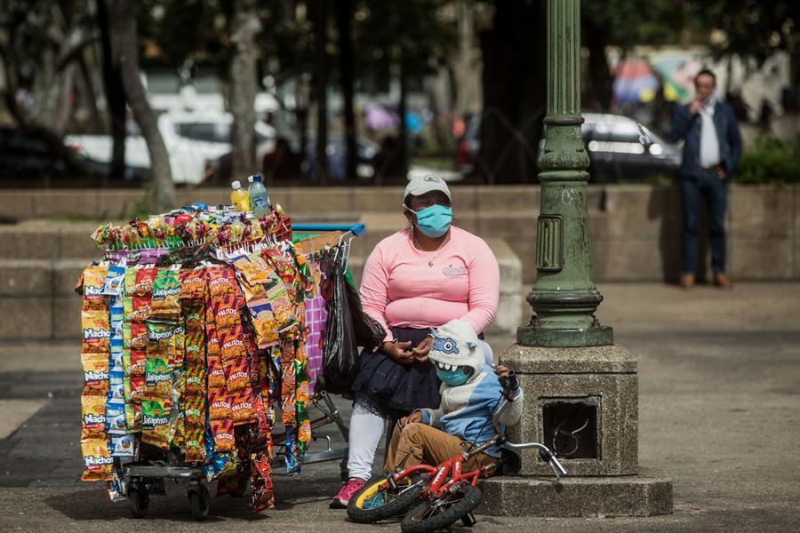El COVID-19 ataca fuerte a Guatemala que mantiene una alerta en todo el territorio nacional debido al incremento de contagios y fallecidos. (Foto: EFE)