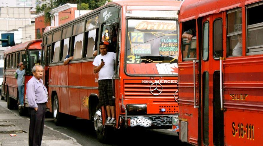 Los autobuses de transporte público siguen sin trabajar desde marzo, debido a la pandemia del COVID-19 que afecta al país. (Foto: Guatemala.com)