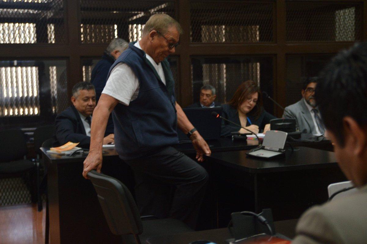 El juez Miguel Ángel Gálvez rechazó la petición de los exmilitares implicados en el caso de genocidio durante el gobierno del presidente Romeo Lucas, en 1980. (Foto: Twitter Prensa Comunitaria)