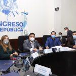 Allan Rodríguez -al centro-, presidente del Congreso, dio a conocer la cantidad de casos positivos y fallecidos por COVID-19 en el emiciclo. (Foto: Congreso de la República)