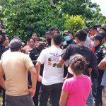 Familiares de las victimas en Suchitepéquez piden a las autoridades que capturen al responsble.