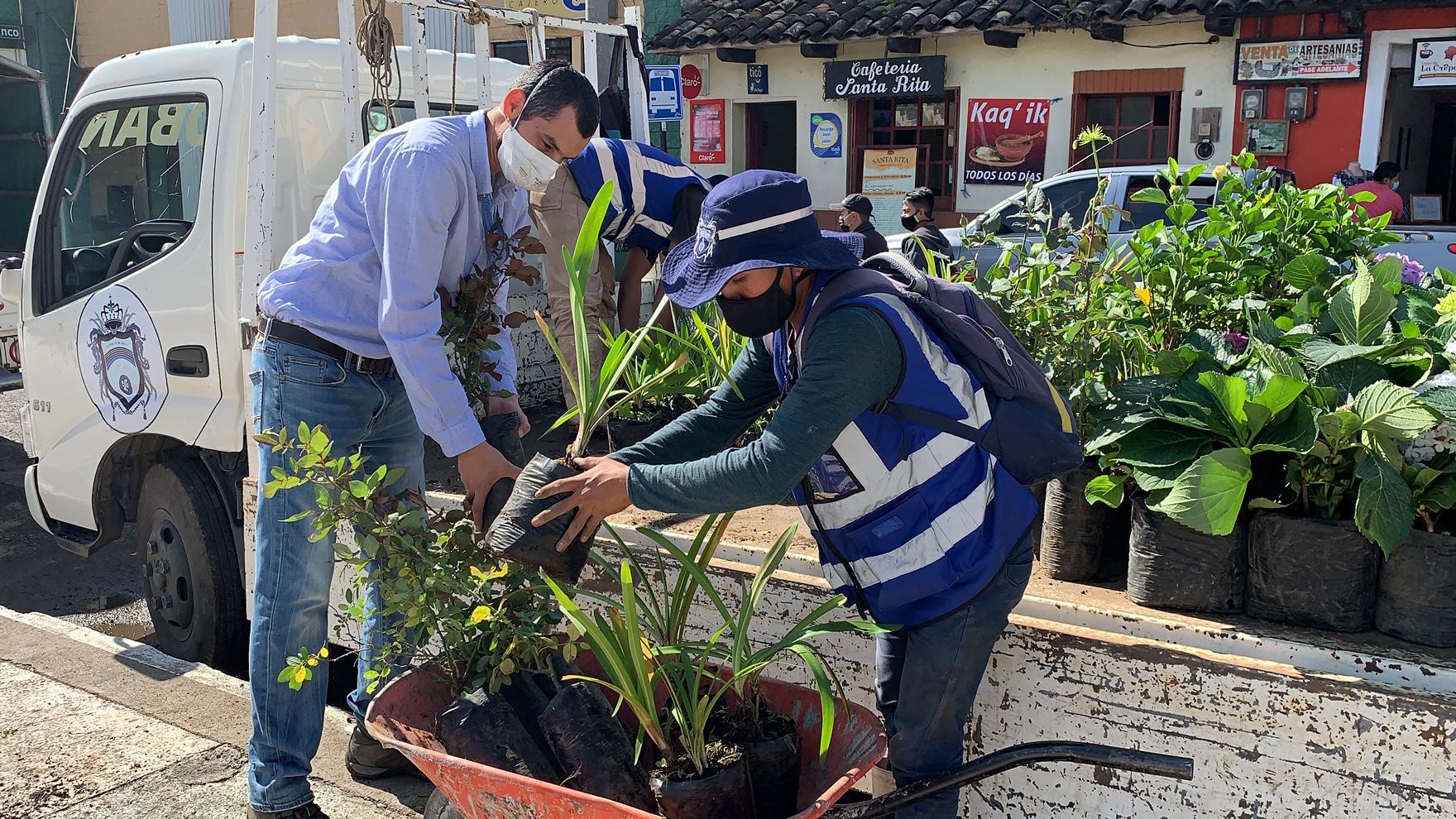 """Las autoridades de la Municipalidad de Cobán impulsan el proyecto """"Verde Cobán"""", que busca recuperar las áreas verdes del casco urbano cobanero. (Foto: Eduardo Sam)"""