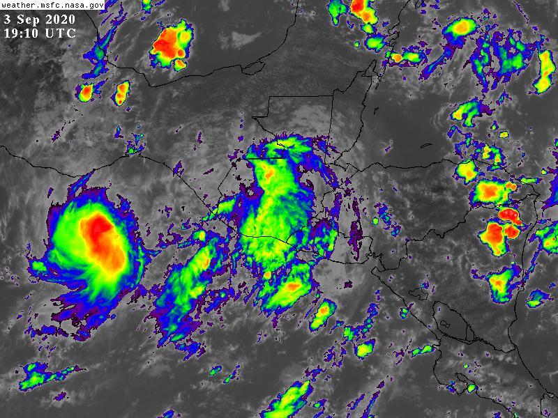 En la imágen satelital se observa el paso de la tormenta Nana continúa su paso hacia la Costa Sur. (Foto: CONRED)
