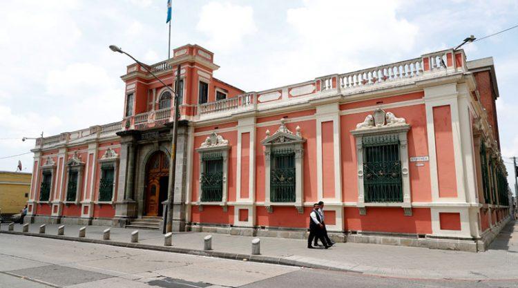 Un grupo de diputados de la UNE solicitó al TSE que remuevan a Sergio Antonio Escobar Antillón como Director del Departamento de Organizaciones Políticas. (Foto: DCA)