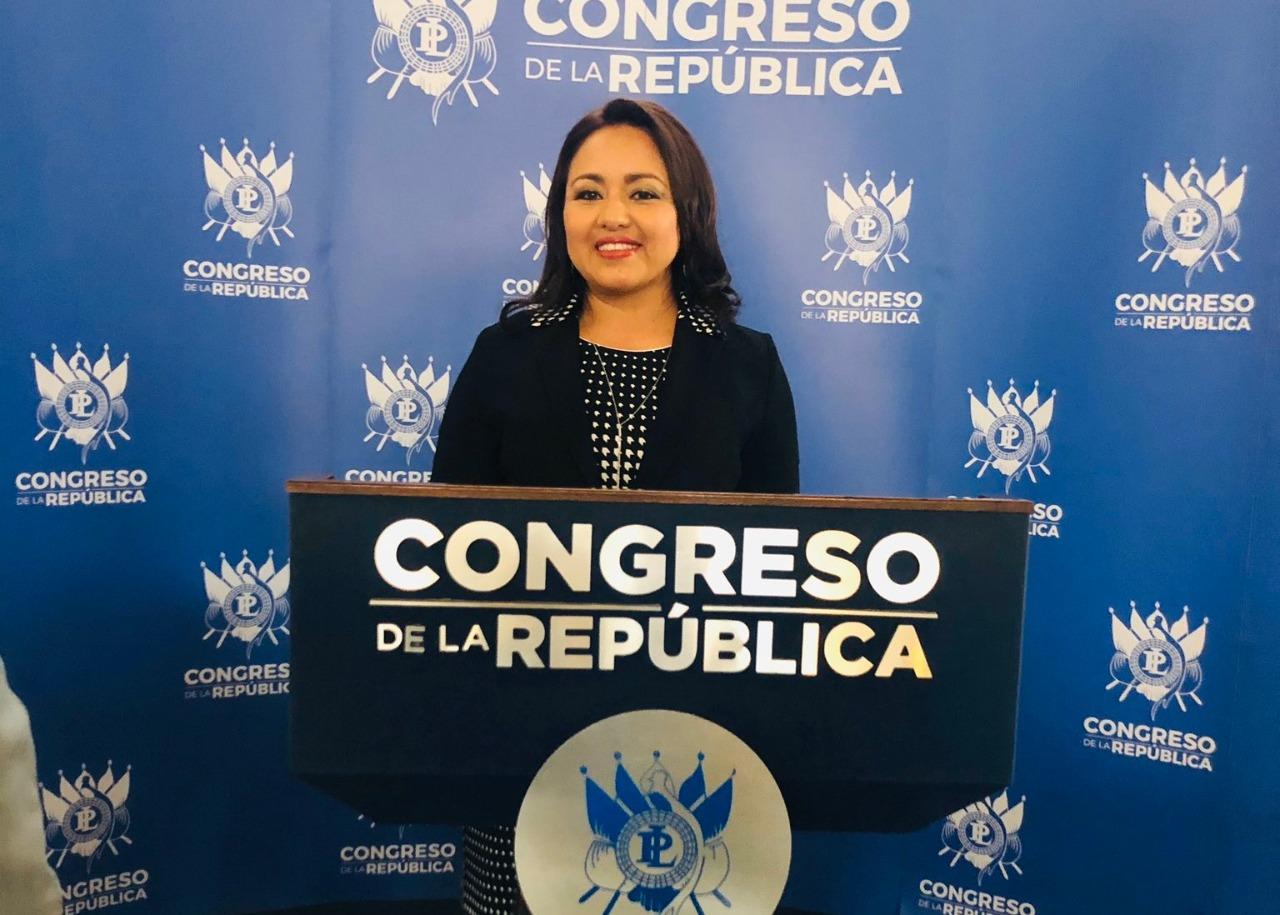 La diputada Lucrecia Samayoa, de la Unidad Nacional de la Esperanza, denunció un robo en su oficina del Congreso de la República. (Foto: Twitter)