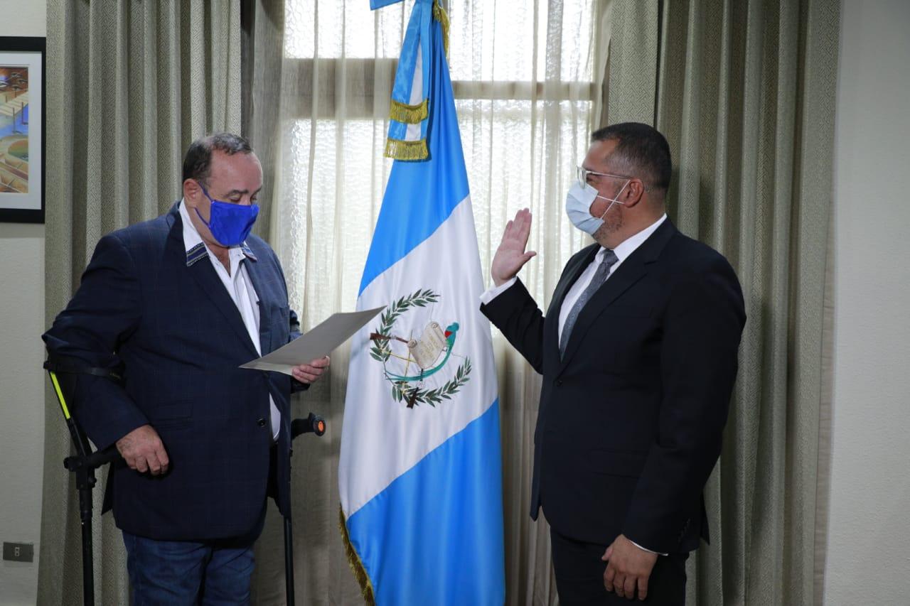 Felipe Armando Aguilar Marroquín fue juramentado por el Presidente Alejandro Giammattei como el nuevo Ministro de Cultura y Deportes. (Foto: SCSP)