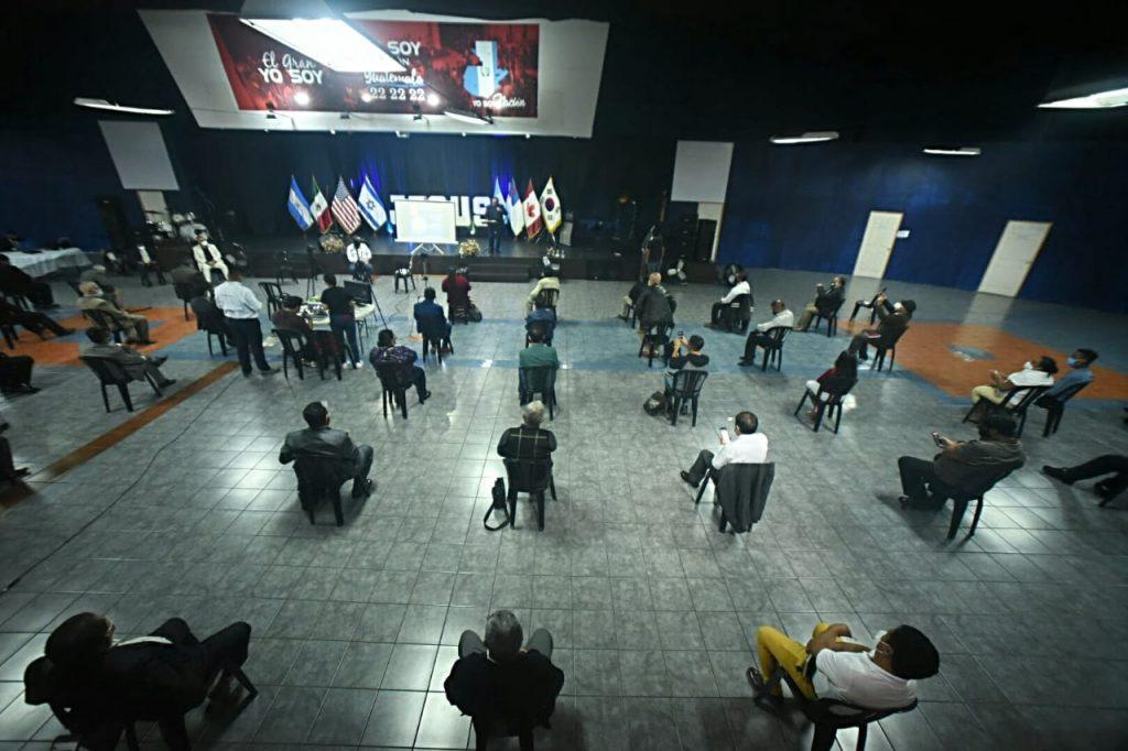 Un ensayo de la reapertura de las iglesias en Villa Nueva, provocó una discusión porque no es algo que esté autorizado. (Foto: El Periódico)