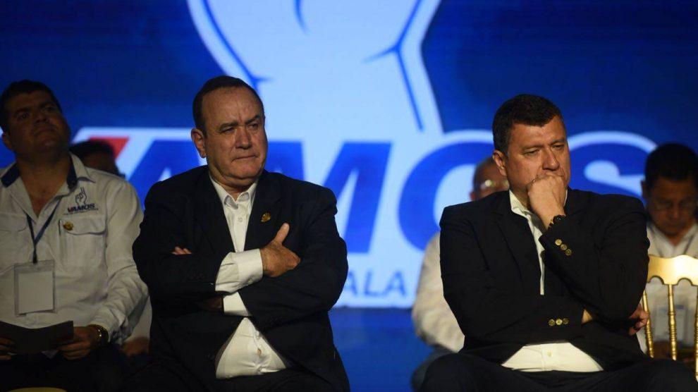 El Presidente Alejandro Giammattei se enfrentó con el vicepresidente Guillermo Castillo en una conversación por chat sobre una junta de ministros, que se filtró a los medios. (Foto: Archivo)