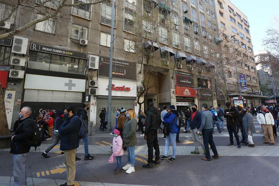 Chile superó los 425 mil casos y alcanzó los 11 mil 600 fallecidos a causa del COVID-19. (Foto: EFE)