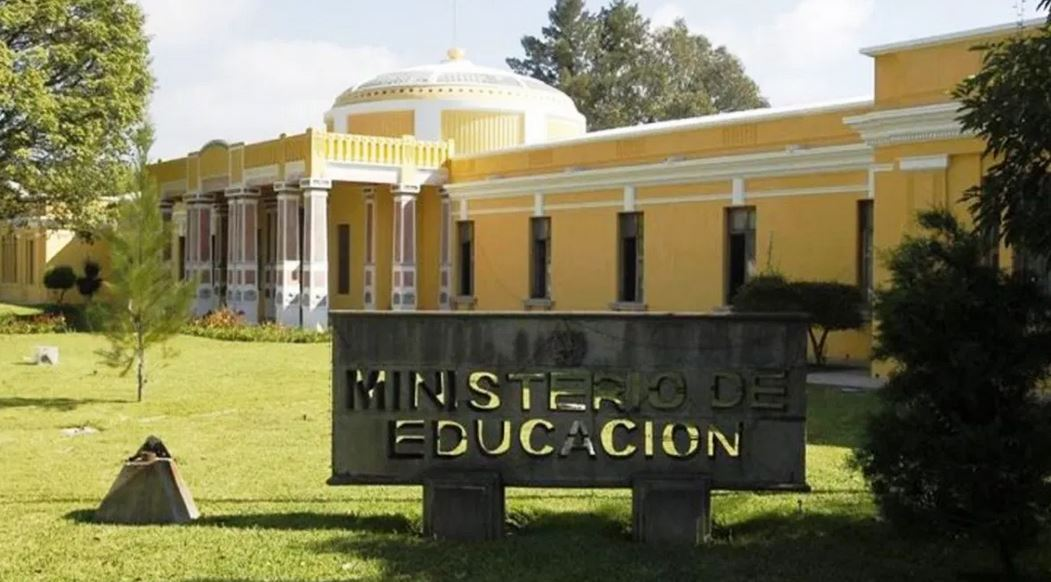 El MINEDUC oficializó este miércoles que la finalización del ciclo escolar 2020 será virtual y que el ciclo 2021 será entre presencial y a distancia. (Foto: Guatemala Lee )
