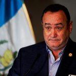 El Presidente Alejandro Giammattei confesó que mantiene un tratamiento luego de superar el COVID-19. (Foto: EFE)