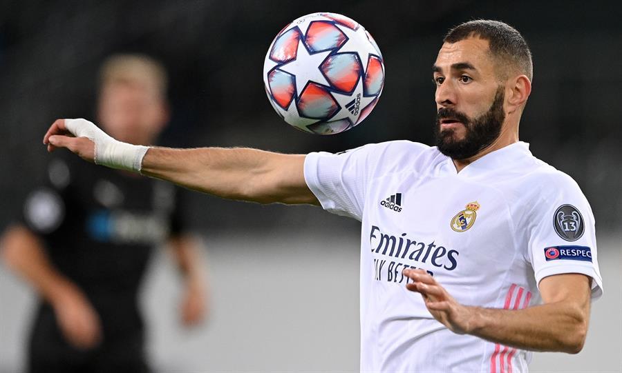 Karim Benzema se encuentra en el ojo de la polémica, luego de que unas cámaras lo captaran criticando a un compañero de equipo en el Real Madrid. (Foto: EFE)