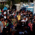 La caravana de migrantes hondureños salió anoche con dirección a Guatemala en su camino hacia Estados Unidos. (Foto: EFE)
