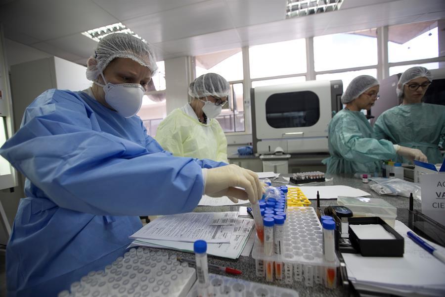La OMS dio a conocer que los casos de coronavirus en el mundo superan los 35 millones de personas y los 1 mil millones de fallecidos. (Foto: EFE)