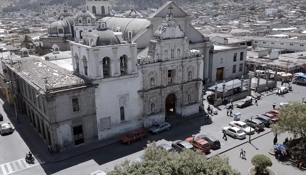 A pesar de que Quetzaltenango se encuentra en zona roja debido a la pandemia del COVID-19, los vendedores solicitan que se les autoricen sus ventas para la celebración de la feria de Xela. (Foto: Carlos Ventura)