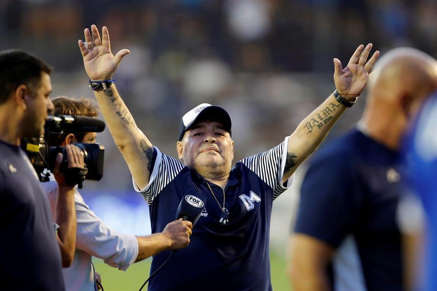 El presidente de Argentina, Alberto Fernández, decretó tres días de duelo por la muerte de Diego Armando Maradona, fallecido este miércoles, a los 60 años. (Foto: EFE)