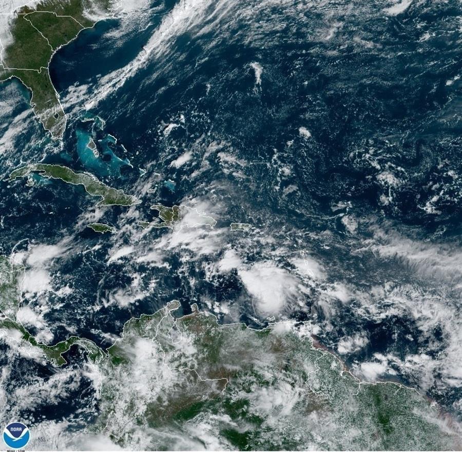 La tormenta Eta se fortaleció durante la noche hasta ser un huracán con vientos máximos de 150 km/h. Este lunes avanzaba hacia Honduras y Nicaragua. (Foto: EFE)