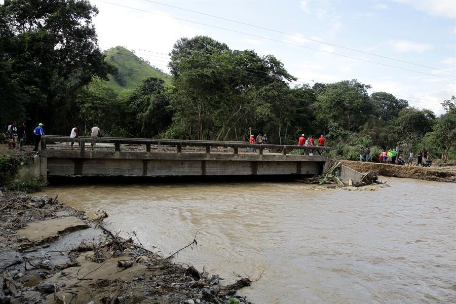 Los puentes han sufrido daños en los países por donde Eta e Iota pasaron. (Foto: EFE)