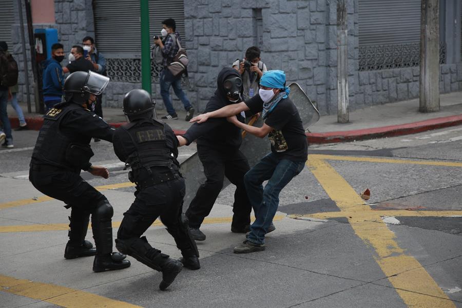 """El vicepresidente Guillermo Castillo, solicitó este domingo una """"investigación seria"""" por el """"uso excesivo de fuerza policial"""" en contra los manifestantes. (Foto: EFE)"""