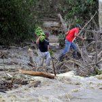 Al menos 26 muertos y devastación dejó en Centroamérica y el Caribe la tormenta tropical Iota. Esta se disipó este miércoles tras embestir a parte de la región como un poderoso huracán, el segundo en dos semanas. (Foto: EFE)