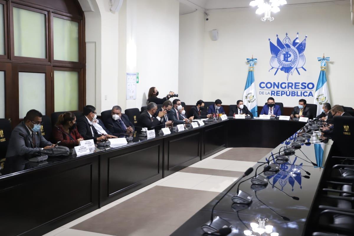 Con 16 votos a favor de los 21 diputados que integran la Comisión de Finanzas y Moneda del Congreso, se avaló el proyecto de presupuesto 2021 por un monto de Q99 mil 700 millones. (Foto: Congreso)