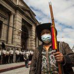 Los integrantes del Parlamento Xinka y autoridades de los 48 cantones de Totonicapán realizaron una manifestación pacífica; esta se desarrolló durante la mañana cuando se dirigieron a Casa Presidencial y luego se trasladaron al Congreso. (Foto: EFE)