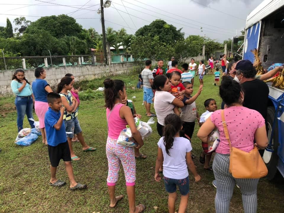 Eta: Mazatecos continúan llevando ayuda a departamentos afectados