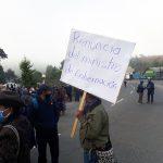 Pobladores de Sololá bloquean ruta y exigen la renuncia del Presidente Alejandro Giammattei y de otros funcionarios públicos.
