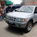 Vecinos de varias zonas de Xelajú han solicitado que sean multados los pilotos por estacionar sus vehículos sobre las banquetas. (Foto: Carlos Ventura)