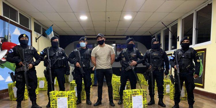 La droga que se decomizó en Champerico, Retalhuleu, está valorada en US$14 millones, según las autoridades. (Foto: AGN)