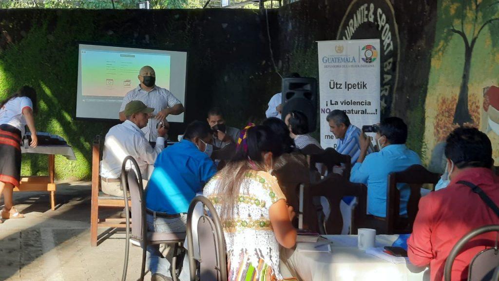 Periodistas de Suchitepequez fueron invitados para conocer el informe. (Foto: Cristian Soto)